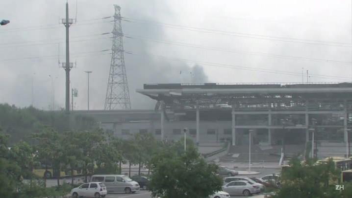 China luta contra incêndio em porto e teme contaminação química