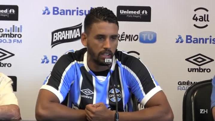 Michel é apresentado pelo Grêmio