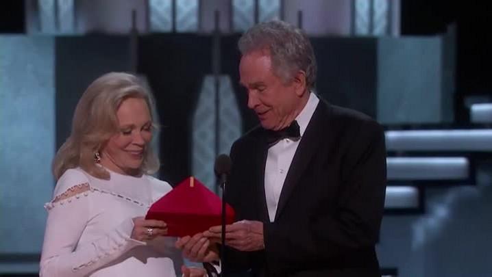 Moonlight recebe prêmio de Melhor Filme após gafe histórica no Oscar
