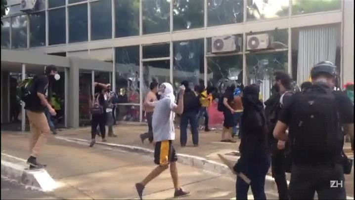 Protesto deixa Brasília em chamas