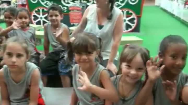Crianças conhecem shopping e cinema em Joinville