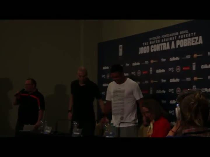 Ronaldo e Zidane falam sobre o Jogo contra a Pobreza. 19/12/2012 18h00