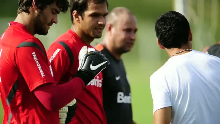 Guiñazu se despede dos companheiros do Inter