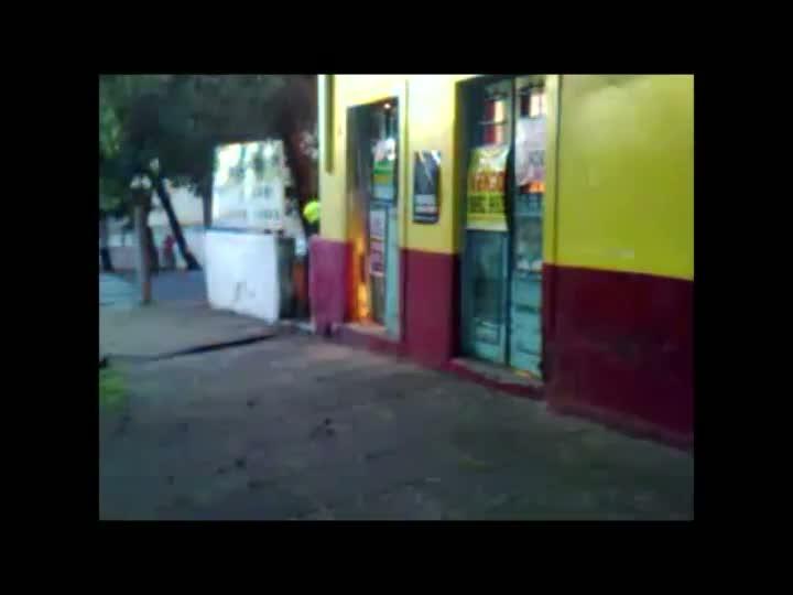 Incêndio destrói antigo armazém de Porto Alegre. 01/05/2013