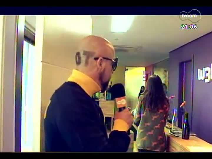 TVCOM Tudo Mais - DR na TV: Fabrício Carpinejar descobre se o local de trabalho é propício para começar um relacionamento
