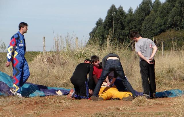 Homem de 25 anos morre após salto de paraquedas em São Miguel do Oeste