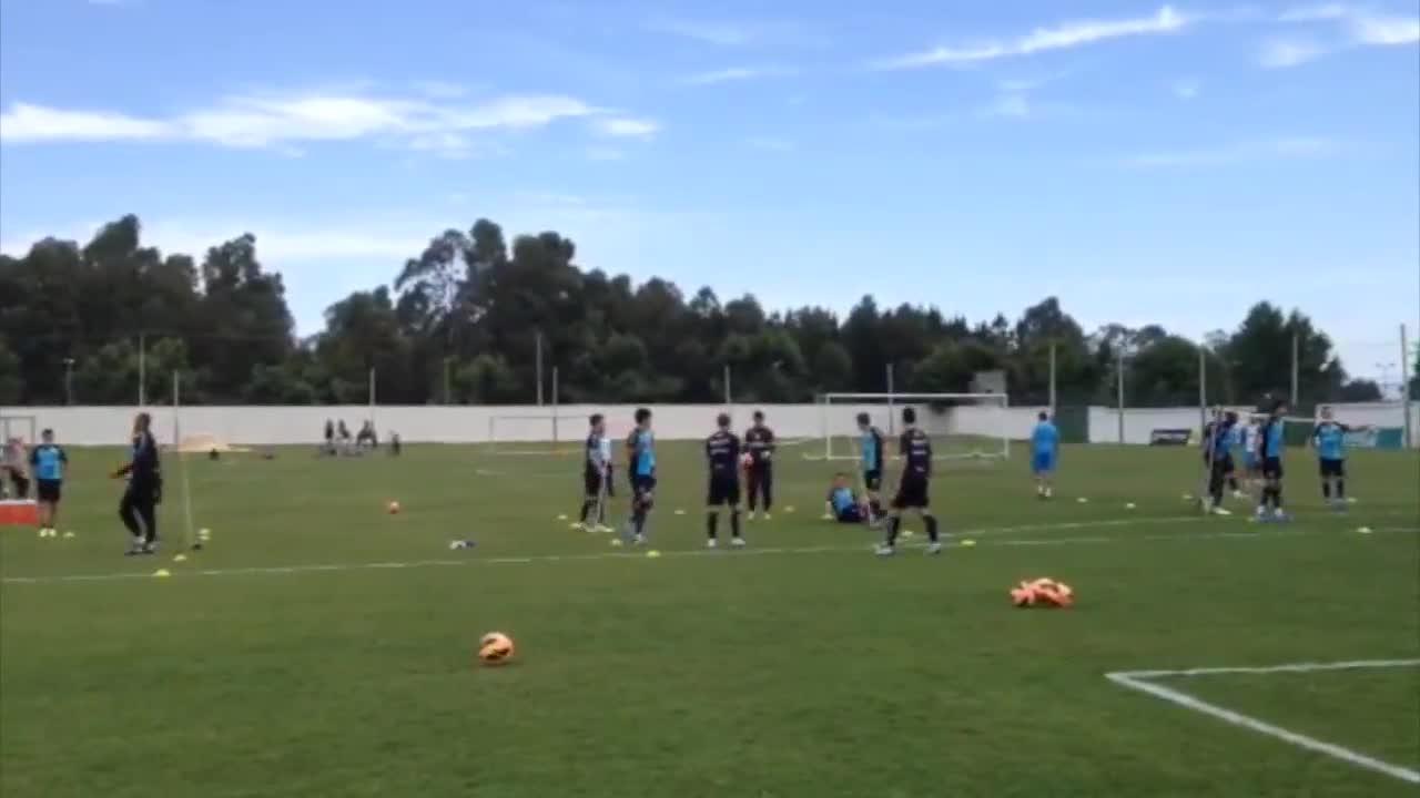 Futevôlei marca último treino gremista antes do jogo com Atlético-PR - 29/10/2013