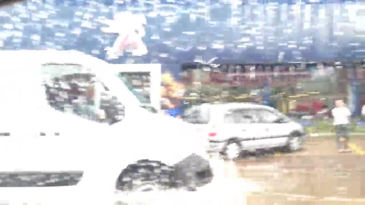 Situação crítica na rua Edu Chaves, acesso ao aeroporto Salgado Filho, na Zona Norte de Porto Alegre - 11/11/2013