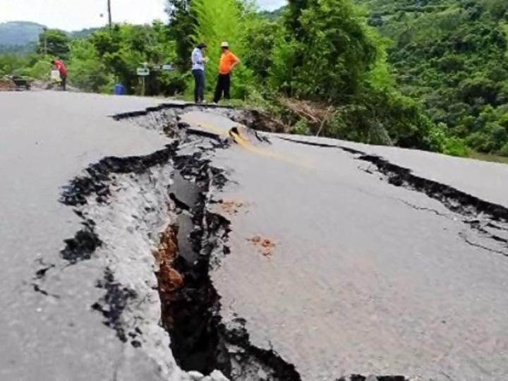 Obras na ERS-431, entre Bento Gonçalves e Guaporé, onde o asfalto rachou