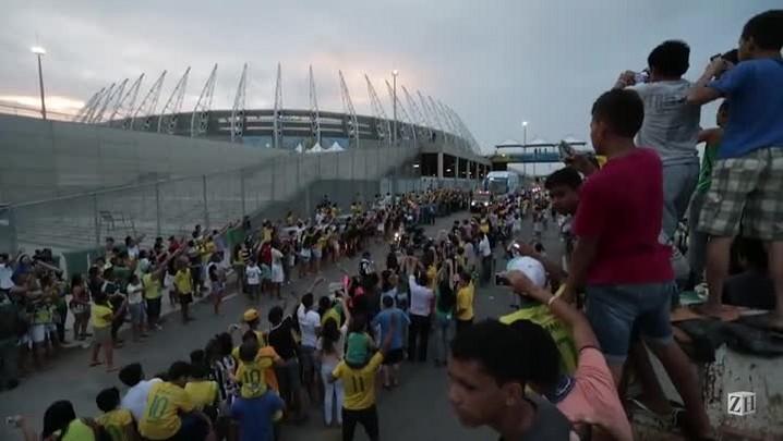 Ônibus da Seleção Brasileira é recepcionado em Fortaleza