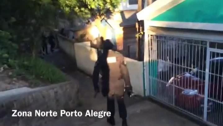 Polícia faz operação para prender traficantes em bairro com toque de recolher na Capital