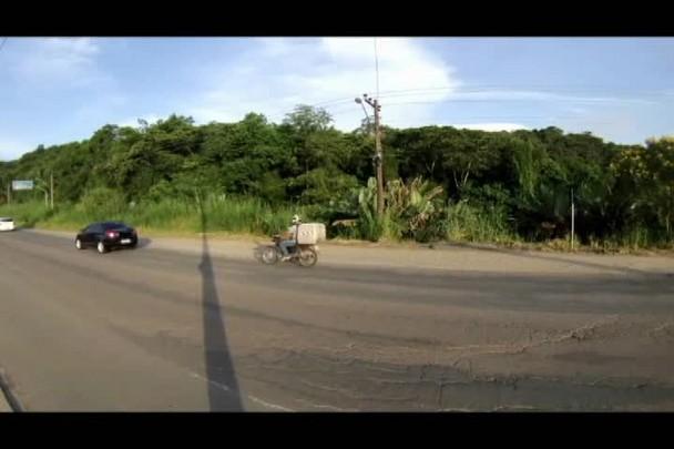 Um time-lapse do trânsito diário na avenida Santos Dumont