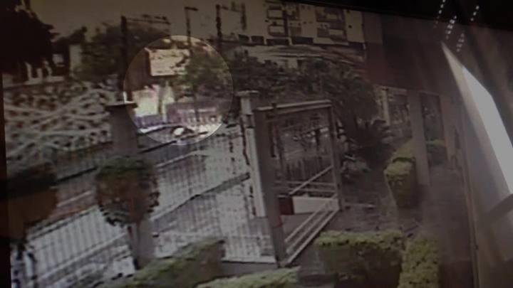 Câmeras de segurança mostram acidente entre carro e lotação