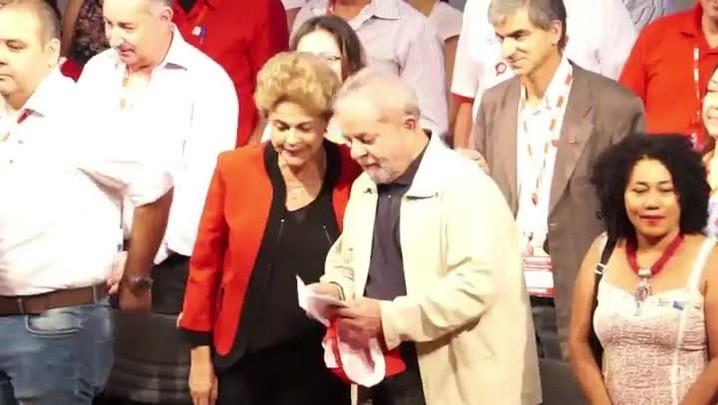 Dilma afirma que oposição quer \'dar golpe\' para chegar ao poder