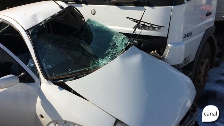 Mulher morre em acidente entre carro e caminhão na ERS-122