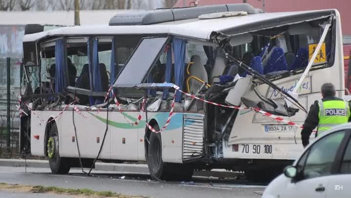 Acidente de ônibus mata seis adolescentes na França