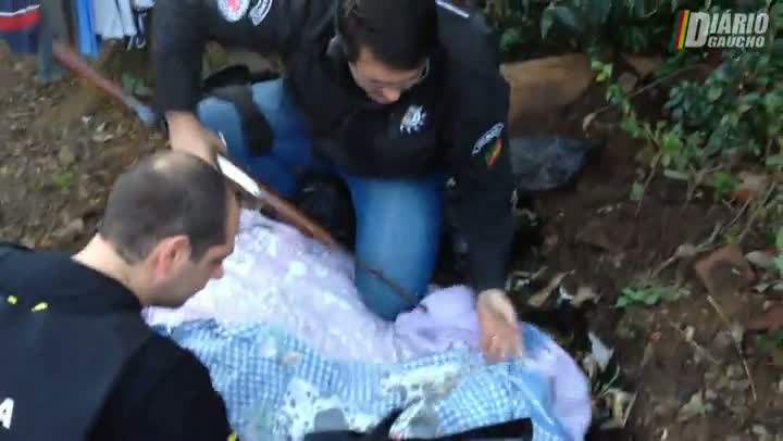 VÍDEO: Polícia divulga imagens de fuzis enterrados na zona leste de Porto Alegre