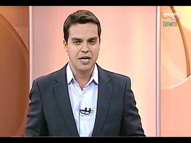 TVCOM 20 Horas - Familiares de vítimas da tragédia da Kiss se revoltam em audiência na Justiça - Bloco 1 - 22/11/2013