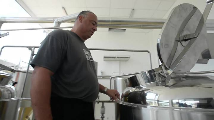 Mestres-cervejeiros explicam como é o processo de fabricação de cervejas