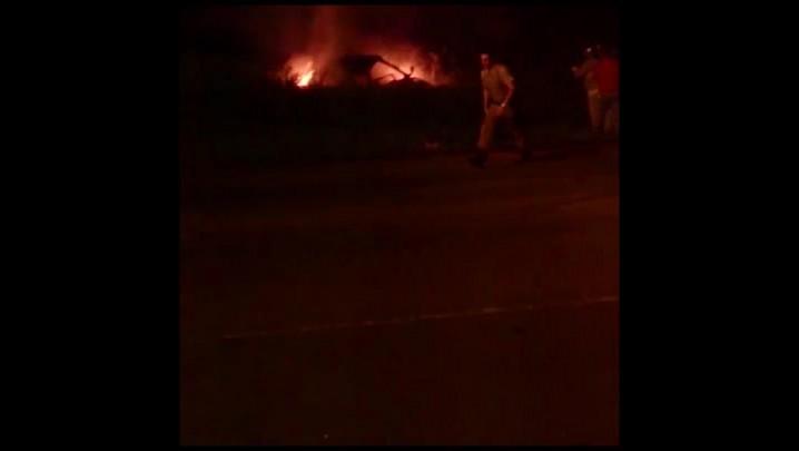 Jovem morre carbonizada em acidente na avenida Santos Dumont em Joinville