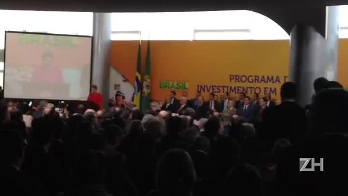 "\""O Brasil vai seguir avançando\"", diz Dilma"