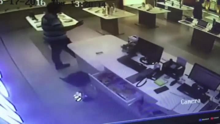 Vídeo mostra ataque a loja de eletrônicos de shopping da Capital