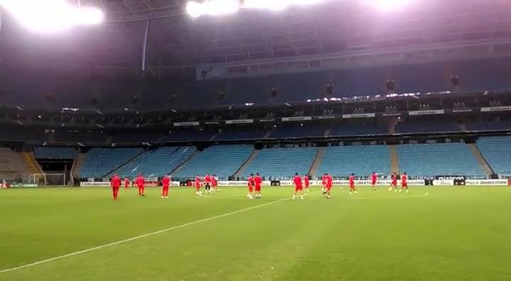 Jogadores do Toluca fazem bate-bola na Arena