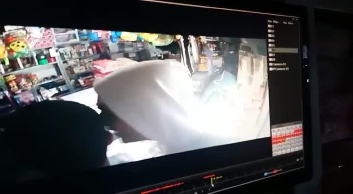 Homem é baleado durante assalto em São José