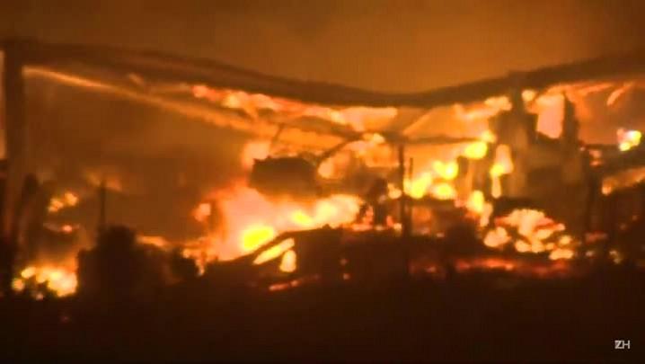 Incêndio na Califórnia obriga 80 mil a deixar casas