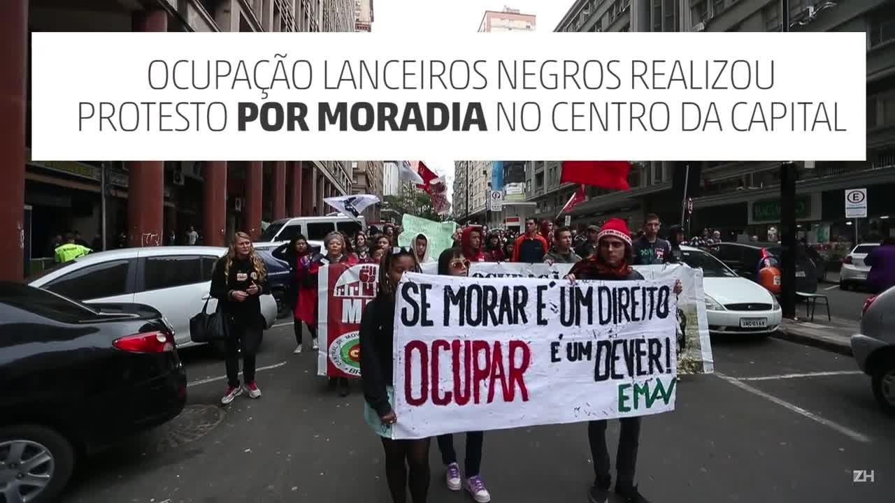 Manifestação por moradia no centro de Porto Alegre