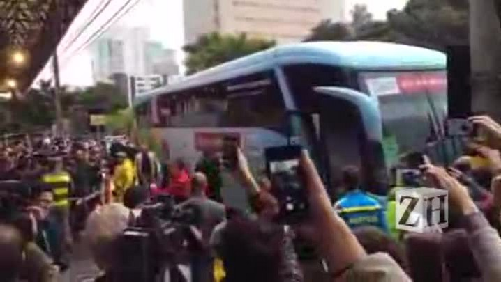 Seleção da França chega ao hotel em Porto Alegre