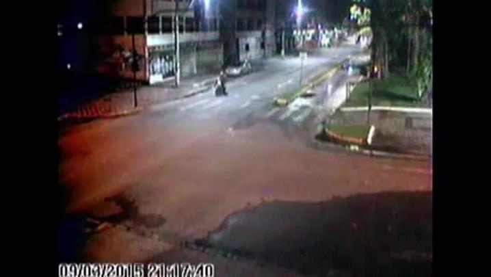 Câmera da PM flagra acidente no Centro de Joinville