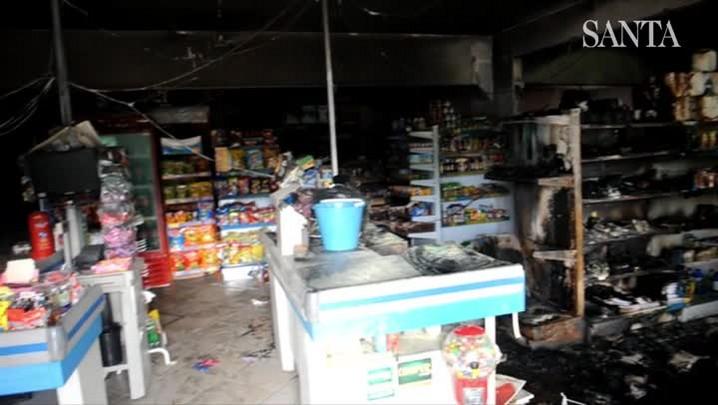 Incêndio atinge mercado no bairro Água Verde em Blumenau