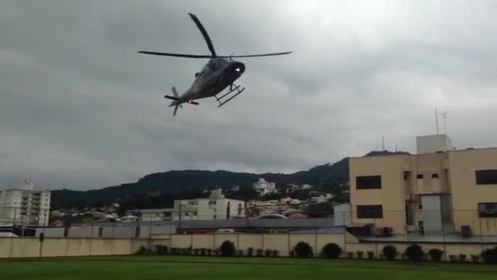 Helicópteros das Forças de Segurança de SC fazem resgates no Alto Vale do Itajaí