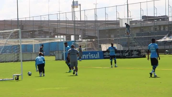 Reservas do Grêmio fazem treino tático