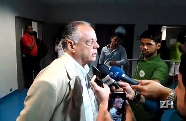 """Carvalho: \""""Inacreditável que o árbitro tenha punido o Dourado, que não fez nada\"""""""