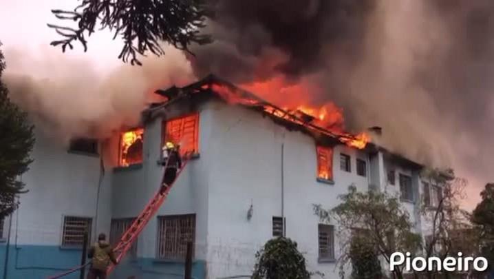 Incêndio de grande proporção atinge asilo em Vacaria