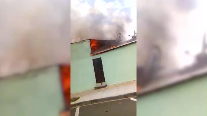 Pedreiro salva criança de prédio em chamas, em Santa Rosa