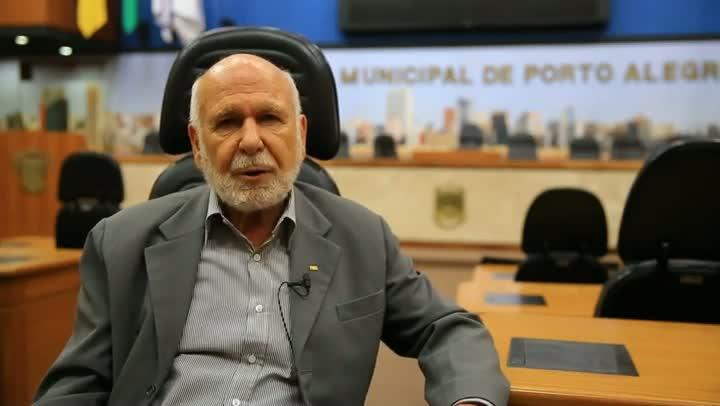 João Dib, depois de meio século de serviço público, se aposenta