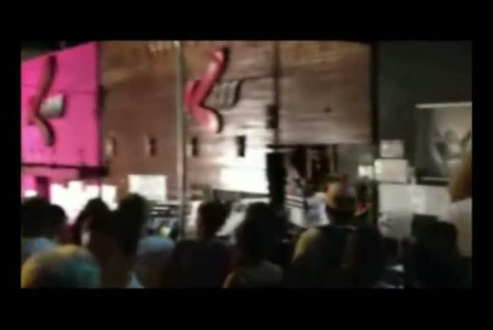 Vigília reúne centenas em frente à Boate Kiss
