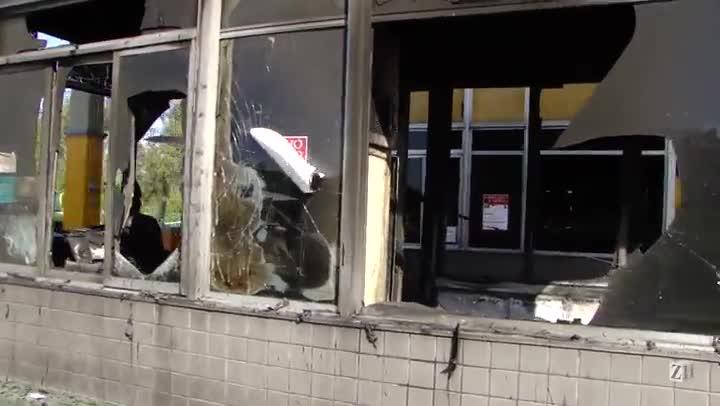 Manifestantes queimam cabines de pedágio na BR-116 em Pelotas