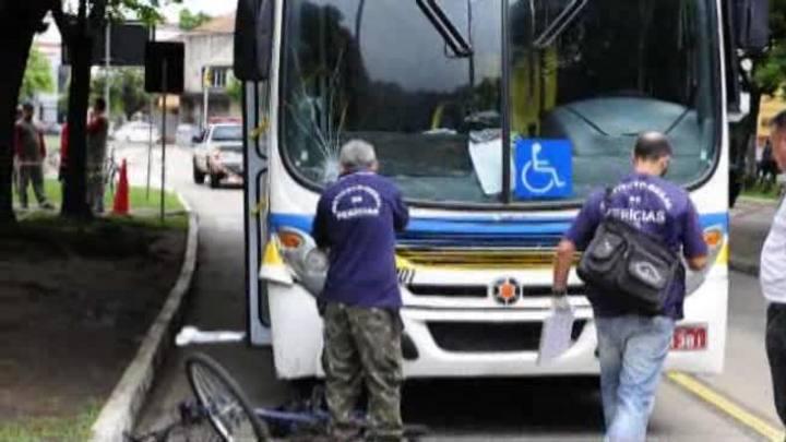 Ciclista morre atropelada por ônibus em Porto Alegre
