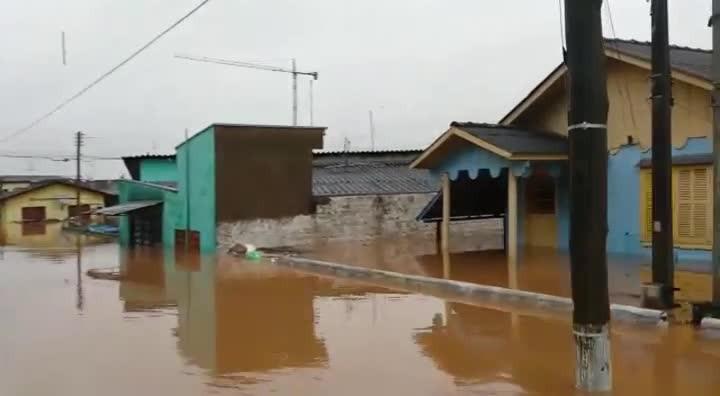 Enchente no bairro São Sebastião, em Esteio