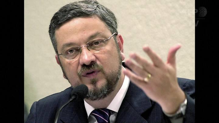PF prende ex-ministro da Fazenda Antonio Palocci