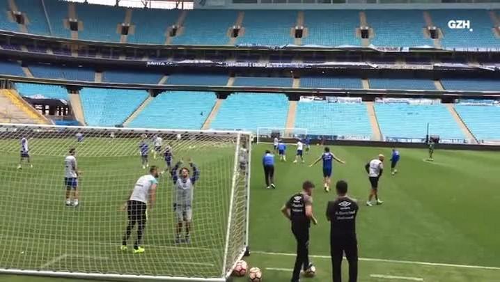 Renato marca gol no último treino do Grêmio antes da final