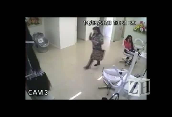 Câmeras de segurança flagram furto de cabelo