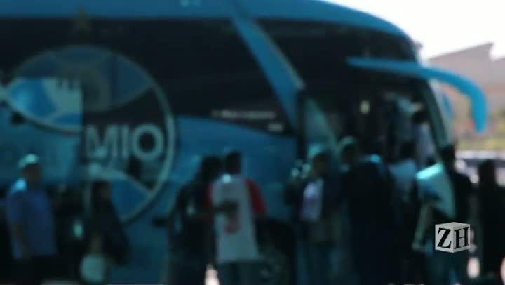Delegação do Grêmio é hostilizada por dois torcedores