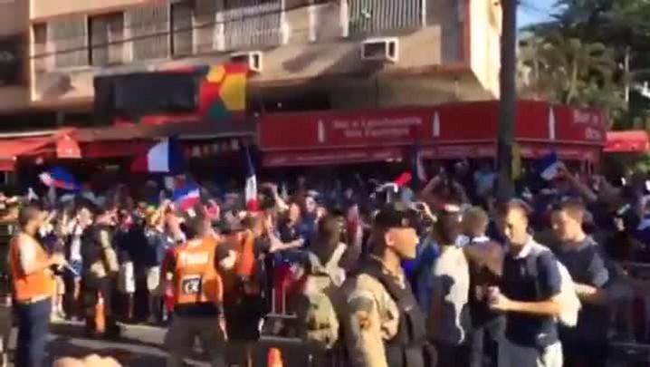 Torcedores chegam ao Maracanã para Equador e França