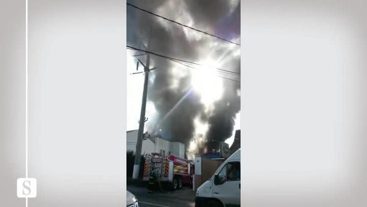 Incêndio atinge empresa no bairro da Velha, em Blumenau