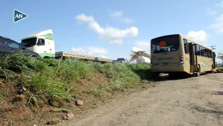 Quatro pessoas ficam feridas em acidente com ônibus na BR-280, em Araquari